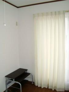 白を基調としたストライプ カーテン かわいい